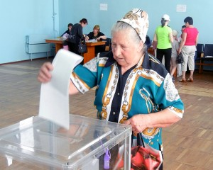 Ukranian woman places vote in ballot box